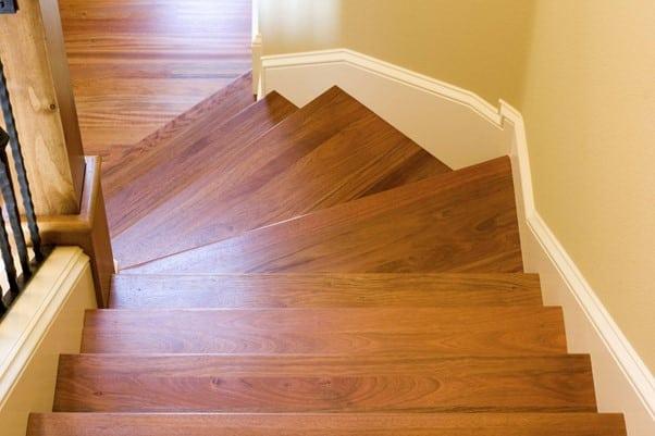 resultat escalier bois poncage